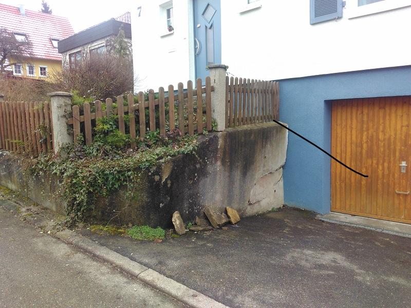 Babs und Wolfgangs Betonmauer vorher