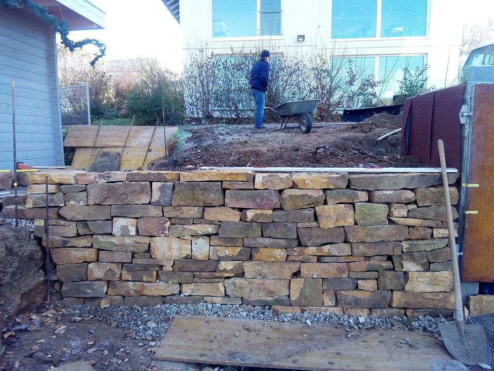 Upcycling: Trockenmauer anstatt teuer abfahren