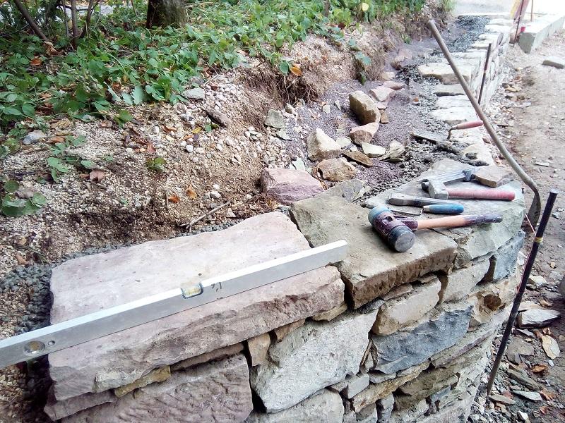 Abdeckplatten dienen als Mauerkrone